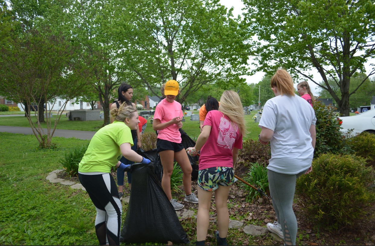 GCHS Students help clean up Highland Park Cemetery
