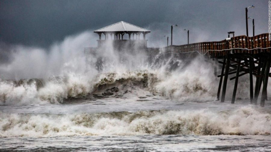 Waves+slam+the+Oceana+Pier+%26amp%3B+Pier+House+Restaurant+in+Atlantic+Beach%2C+N.C.%2C++Thursday%2C+Sept.+13%2C+2018+as+Hurricane+Florence+approaches+the+area.+%28Travis+Long+%2FThe+News+%26amp%3B+Observer+via+AP%29