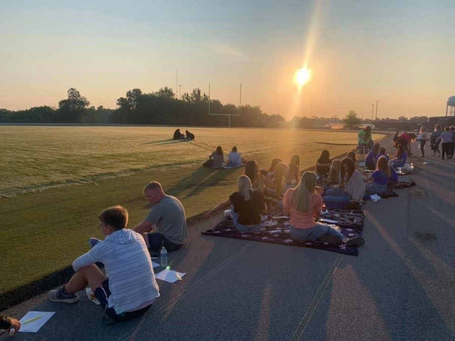 GCHS+Seniors+enjoy+a+moment+of+fellowship+before+their+first+day+of+school.