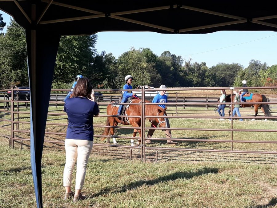 GC 2nd graders attend Cowboy Day for a day of roping and riding